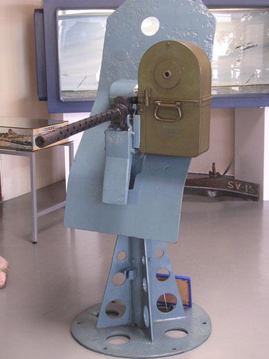 Von einem der LCM-3 stammt diese MG-Lafette für das Browning-MG, inklusive Gurtkasten, man sieht hier, daß dies in den 1:35 Modellen ganz gut wiedergegeben wurde, insbesondere wie dünnblechig der Fuß ist.