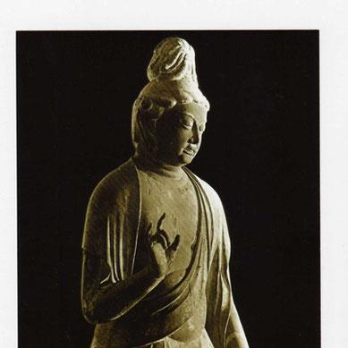 秋篠寺の重要文化財・伎芸天立像。その瞑想的な表情と優雅なみのこなしもこの旅の魅力のひとつ。