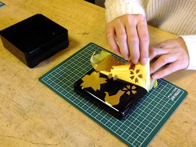 初日には金沢の伝統工芸に触れる「金箔貼り」を体験いただけます。