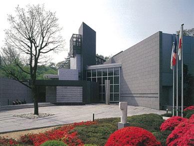 10月1日~12月4日まで「北大路魯山人 おもてなしの極意」を開催するほか、西洋近代美術・日本近現代美術の巨匠が描いた絵画など約3,000点のコレクションを所蔵する笠間日動美術館