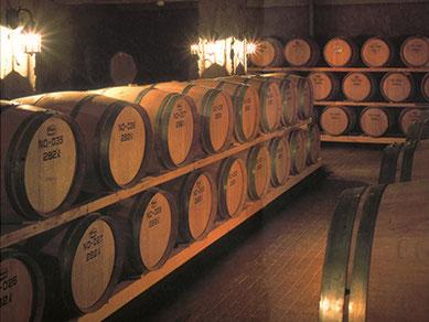 ワインの名醸地・勝沼で最古といわれる「シャトー勝沼ワイナリー」の貯蔵庫。