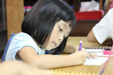 そろばんは幼児から習い始めると高い学習効果が期待されます