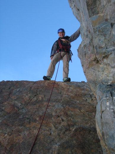 Debout sur le Cheval Rouge, on bascule au dessus de la face Nord... le sommet du Grand Pic est proche (François Viret)