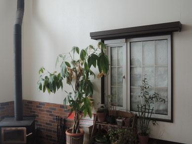 3/16撮影。ダイニングルーム窓から見える?というか雪のみ(1)外が見えません・・・