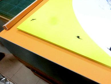 スペーサーも同色にて設置 アクリルがスカーフに触れない空間を造ります。