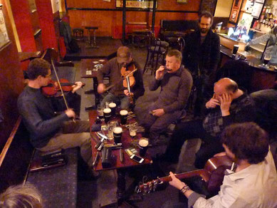 Session irlandaise à l'harmonica. The Murphy Brothers.
