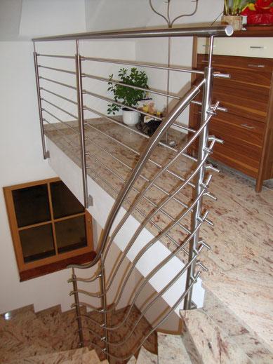 Edelstahl Treppengeländer mit waagrechten Durchzügen