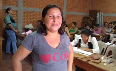 Xiomara arbeitet hart für ihr Ziel, Modedesignerin zu werden. Foto: MIRIAM Nicaragua