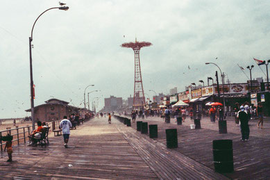 Coney Island, Brooklyn, cross