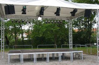 Bühne / Tribüne