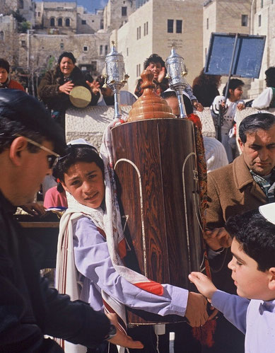A BAR MITZVAH CELEBRATION NEAR THE WESTERN WALL (© DA-B)