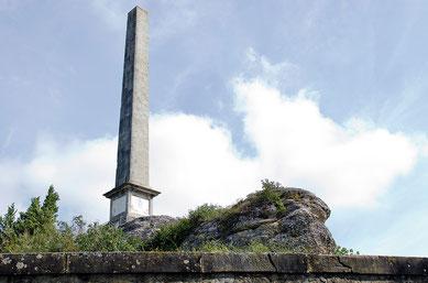 Naurouze (Montferrand) L'obélisque de Riquet érigé sur les pierres de Naurouze - crédit photo : Couleur Média