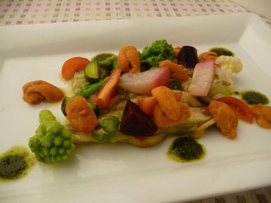 焼きナスと季節野菜のカルパッチョ、北海道産ウニのせ