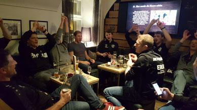 Unsere Männerteams feiern ihre vier Siege im Hacklberger Bräustüberl