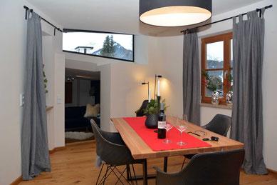 Sehrwind s Ferienwohnung – Ferienwohnung Oberstdorf, 60 qm, Wohnen, Essen und Kaminofen