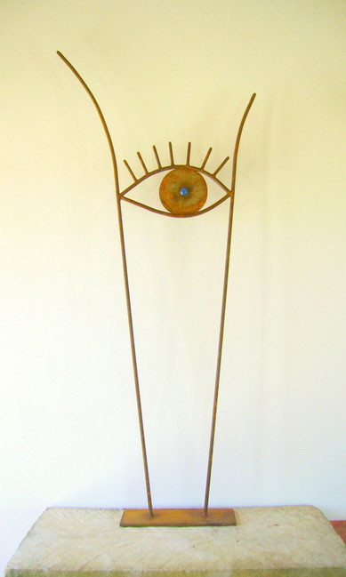 """""""WACHSAMES AUGE"""" ( Material: Eisen, Glas, Höhe:1,29m, Breite:0,57m, Preis:140€)"""