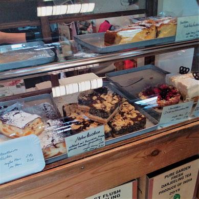 Kuchenbuffet in der Teerose
