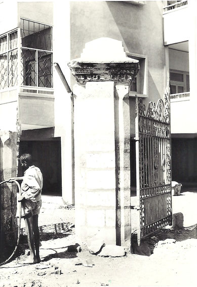 1975 ; Remains of Guruprasad Gates - photo by Anthony Zois