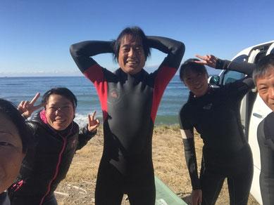 水曜チームの皆さんと年内最後の海~~ って、またすぐ一緒に入れるかぁ(笑)