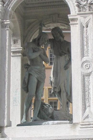 Bild: Brunnen auf dem Place Saint-Jean, die Taufe Christi in Lyon