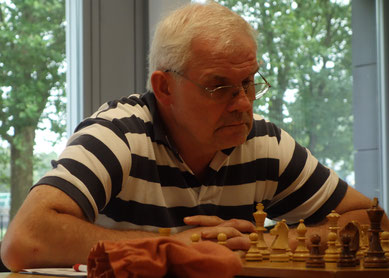 Wolfgang Ritter war mit 2 ½ Punkten aus vier Partien einer der er-folgreichsten Ü60er der SG Drewer (Foto: A. Obdenbusch)