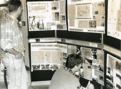 Ausstellung 1990 über Spätaussiedler in Wolfsburg in der Bürgerhalle