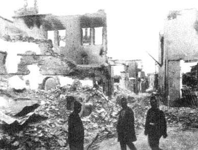 Det armenske kvarter i Adana, plyndret og nedbrandt