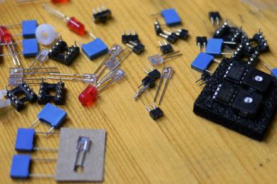 Einzelteile vom tibo Roboter-Bausatz