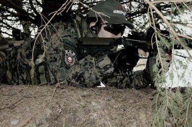 Rockstar auf der Suche nach dem feindlichen Scharfschützen                    (Foto: Black Operation Bastards)