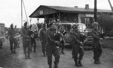 Einmarsch der britischen Soldaten. Foto: vmtl. Georges Chertier, 30.4.1945. Privatbesitz