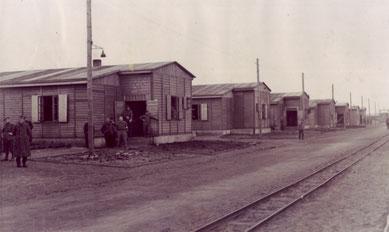 Unterkunftsbaracken an der Lagerstraße. Foto: Fritz Brandt, nicht datiert.