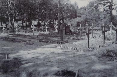 Ansicht des Lagerfriedhofs in Parnewinkel. Im Vordergrund sind frisch angelegte Gräber zu erkennen. Foto: F. Hill, 1941. Gedenkstätte Lager Sandbostel