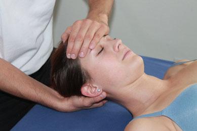 osteopathischer therapeut bei der arbeit