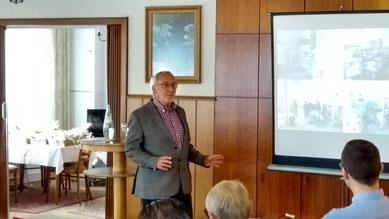 Dr. Arnulf Lehmköster stellte die Arbeit von Interplast-Germany vor.