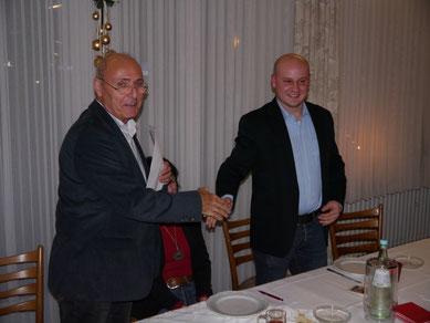 Helmut Brüning (l.) gratuliert Tom van Goer zur Wahl.