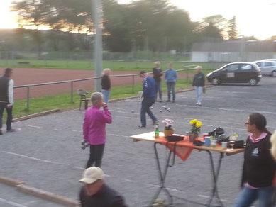 Mit den männlichen Begleitern testen die TeilnehmerInnen am Freitag vor der LM das Terrain und den Terroir
