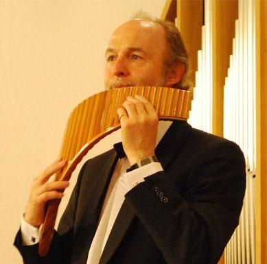 Portrait Peter Ringeisen spielend