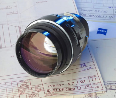 Photograph of the extreme aperture Lens Zeiss Planar 50mm f/0.7