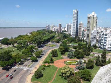 Blick vom Monumento de la Bandera auf Río Paraná und Rosario