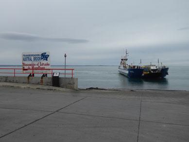 Die Fähre über die Magellanstraße von Bahía Azul nach Punta Delgada