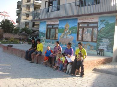 Rosi eröffnet mit CFO ein Kinderheim