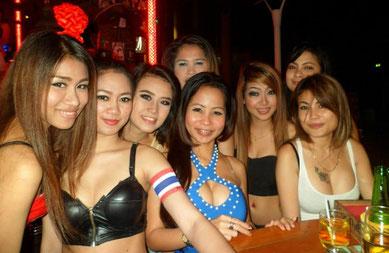 Thai Mädchen in einer Bar