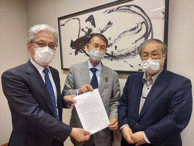 【写真】中央は、国民民主党の岸本周平幹事長代理。左は、山口二郎さん(法政大学教授)、右は福山真劫さん(市民連合事務局)