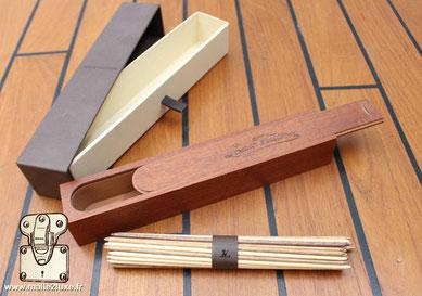 Mikado Louis Vuitton Cadeau VIP, jeux et coffret en bois de different essence  Dimension : 228 mm x 38 mm x 35 mm