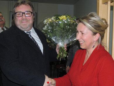Glückwünsche von Bogumila Jaksch an den neuen Bürgermeister Hans Werner Kraul.