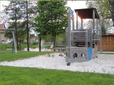 Der tolle Spielplatz in Mitten der noch bestehenden Idylle