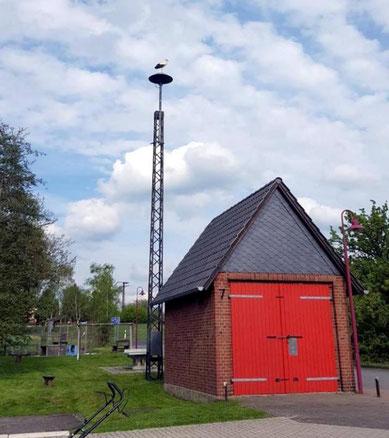 Gleich hinter der alten Feuerwehrgarage befindet sich der Spielplatz