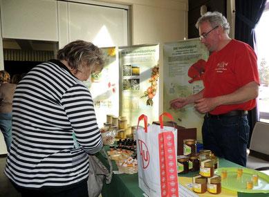 Nicht nur Honig, auch Produkte aus Wachs gab es beim Imker Ralf Bertram aus Hundisburg