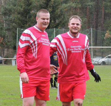 Die beiden Torschützen der SG aus dem Spiel gegen ISV Haldensleben, Florian Gehrmann und Adrian Dörge (v.l.n.r.)