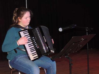 Imke Kruse spielte auf ihrem Akkordeon.